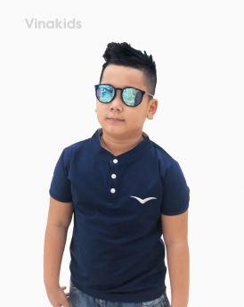 Áo bé trai Tshirt thêu logo Vinakids màu tím than (6-12 tuổi)