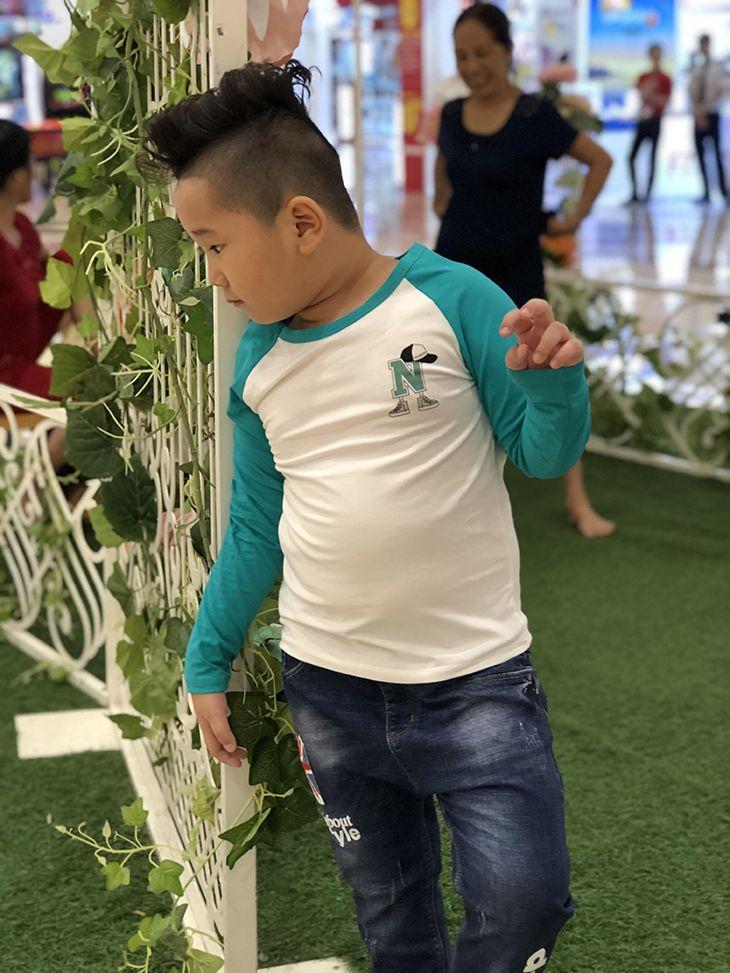 Áo bé trai chữ N màu trắng phối tay màu xanh lá (9-14 tuổi)