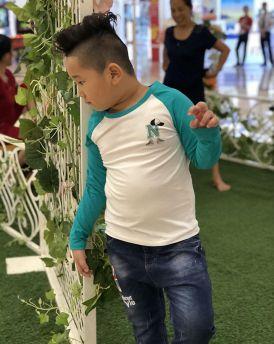 Áo bé trai chữ N màu trắng phối tay xanh lá (3-8 tuổi)