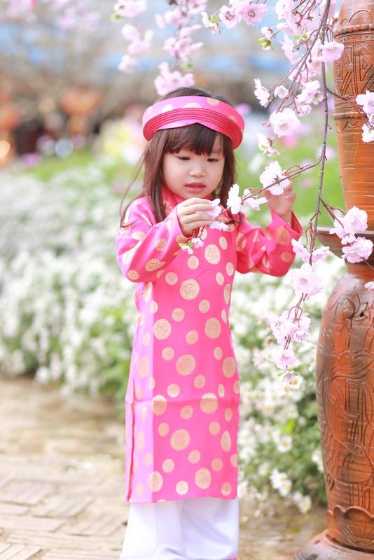 Áo dài bé gái màu hồng xác pháo