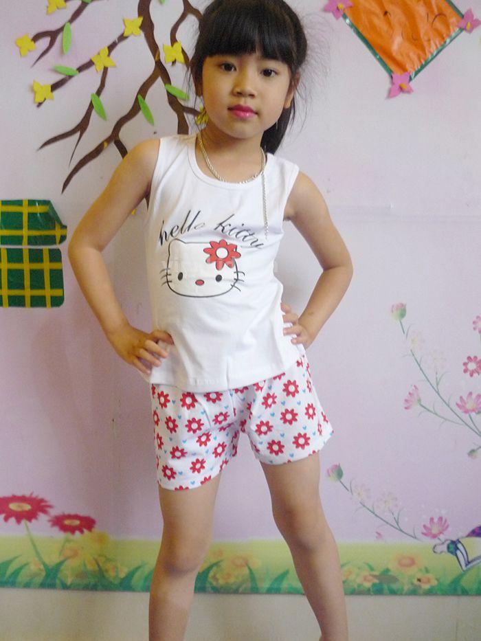 Đồ bộ bé gái Hello Kitty Gap màu trắng mẫu nhí mặc