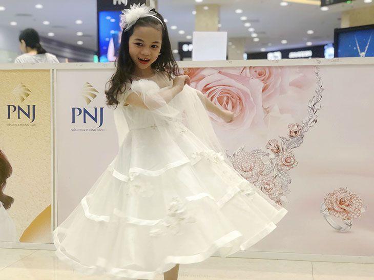 Váy ren bồng vai đính hoa màu trắng (3-10 Tuổi)