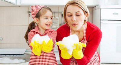 Có nên cho con dưới 5 tuổi làm việc nhà