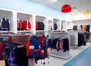 Những vấn đề nên tránh khi thiết kế shop quần áo trẻ em