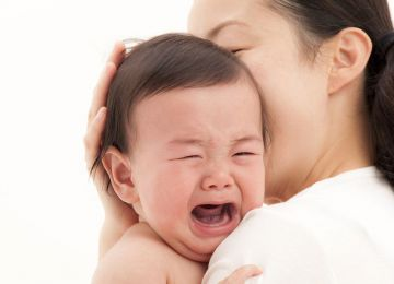 Trẻ sơ sinh bị ngạt mũi, mẹ chớ nên lơ là