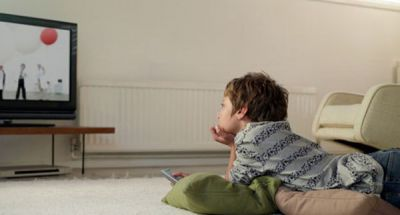 Việc cho con xem tivi nhiều tiềm ẩn những hệ lụy gì