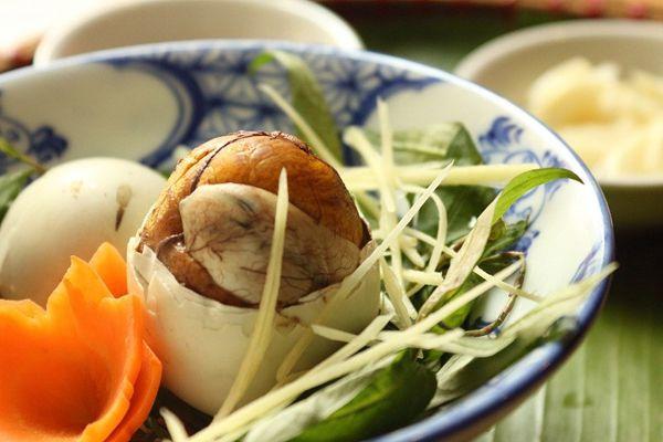 5 điều cần lưu ý khi ăn trứng vịt lộn