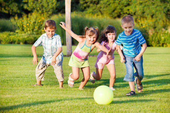 Kinh nghiệm chọn quần áo đi chơi cho trẻ em vào mùa hè