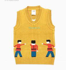 Áo len bé trai chú lính chì màu vàng đất